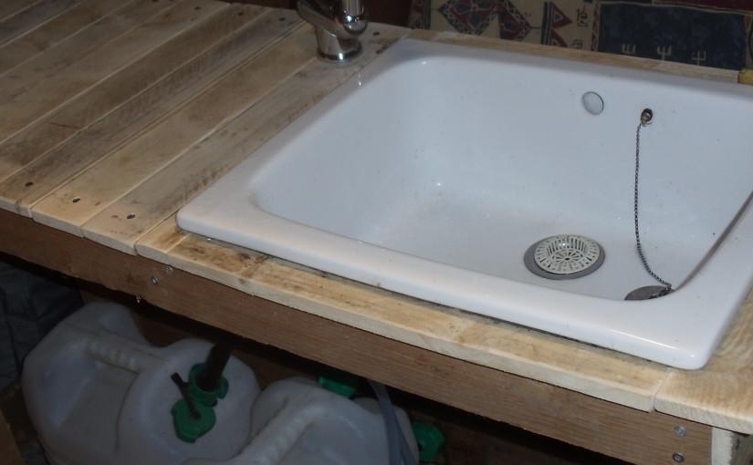 Évier/lavabo sans eau courante ni électricité