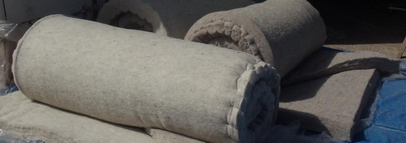 Construction de la yourte : couture isolant, perche de toit