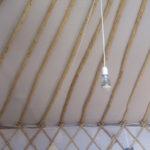 Une ampoule avec l'interrupteur au fond