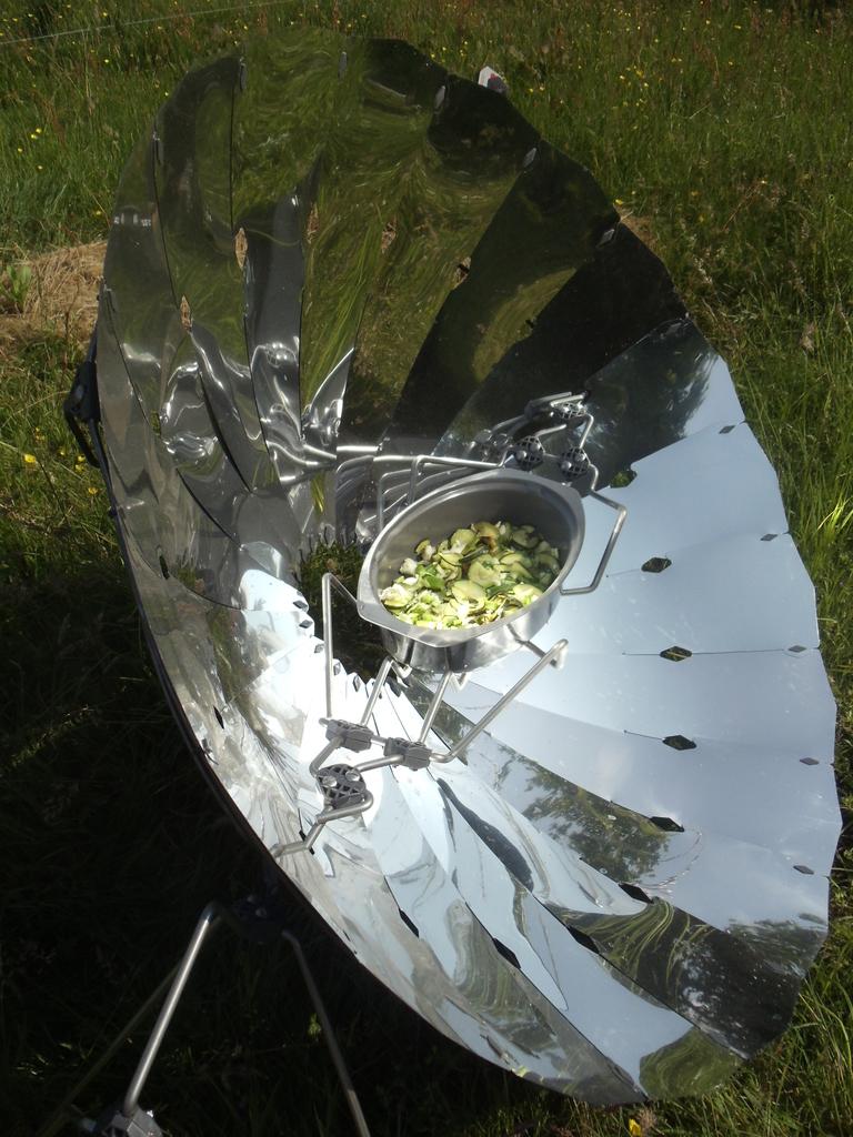 Cuiseur solaire parabolique david mercereau for Miroir parabolique solaire