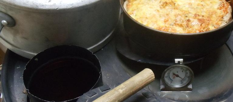 Un four sur le poêlito (poêle type rocket stove)